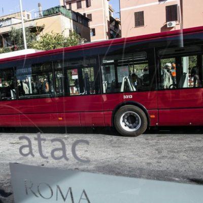 #SbloccaRoma. Cura dei trasporti e mobilità sostenibile Circa 500 milioni di euro di investimenti in tre anni.