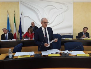 A Palazzo Moffa si discute sulla nomina del Commissario ad acta della sanità, diversi i voti contrari