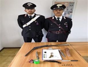 I Carabinieri di Agnone denunciano un giovane per danneggiamento e detenzione abusiva di armi.