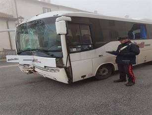 Autobus slitta sul ghiaccio e va a collidere contro il muro di un'abitazione. Intervengono i Carabinieri di Capracotta: Autista e 4 passeggeri trasportati in ospedale dal 118