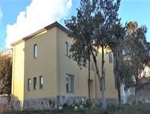 Palazzo De Baggis affidato in locazione ad una ditta romana per l' importo mensile di 1.250 euro