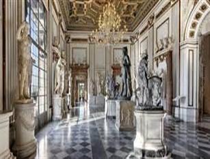 Ingresso gratuito per tutti nei Musei in Comune di Roma il 5 gennaio, prima domenica del 2020 Lunedì 6 gennaio aperto il percorso unificato dell'area archeologica Foro Romano-Palatino e Fori Imperiali, i Musei Capitolini, i Mercati di Traiano, il Museo dell'Ara Pacis e la mostra Canova eterna bellezza al Museo di Roma