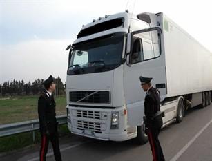 Quattro persone denunciate dai Carabinieri per falsità materiale, false attestazioni, truffa in commercio e guida senza patente.