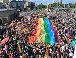Commissione Pari opportunità, proposta bocciata del PD di riservare una quota del 15% ai rappresentanti delle associazioni LGBT. Proposta rifiutata in Consiglio regionale per solo un voto di differenza. Intanto il prossimo 27 luglio la seconda edizione del Molise Pride
