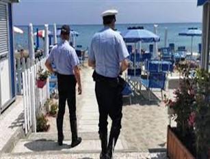 """Action Day 2019: contrasto alla contraffazione e all""""abusivismo commerciale Gli operatori della Polizia Municipale di Termoli hanno posto sotto sequestro circa un centinaio di gonfiabili da mare e giochi vari da spiaggia"""