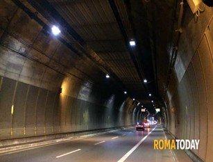 Roma, riapre domenica al traffico la Galleria Giovanni XXIII dopo i lavori di rifacimento dell'impianto di illuminazione Completati gli interventi di Acea, 950 nuovi proiettori al Led e il cablaggio di 50 km di cavi elettrici