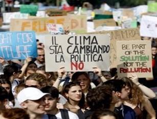 Clima, giovani in piazza per Fridays for future,