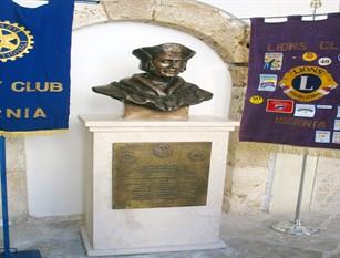 A Isernia la cerimonia di scopertura del busto bronzeo di San Tommaso Moro Numerosi i presenti alla cerimonia per celebrare l'evento. San Tommaso Moro, patrono dei governanti e dei politici.
