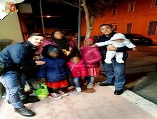 Isernia:  mamma somala con 4 bambini soccorsa dai poliziotti.