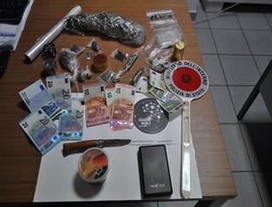 Duro colpo al traffico di sostanze stupefacenti. La Polizia arresta pusher