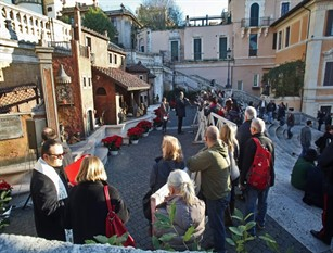Per le festività natalizie allestito a Piazza di Spagna il tradizionale presepe pinelliano