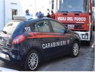 Sant'Agapito (IS): Incendio di un portone di un'abitazione. Intervengono i Carabinieri.