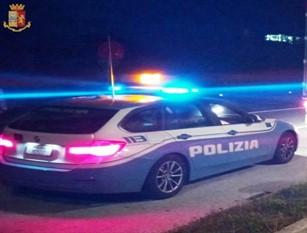 Staffetta della Polizia Stradale di Isernia per soccorrere un utente gravemente ferito.