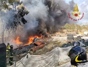 Incendio nella zona industriale di Montaquila. Intervengono i Vigili del Fuoco