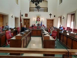 Ferentino: la giunta comunale approva lo schema di bilancio 2020. Conferma del servizio civico, incentivi per lo smaltimento amianto e per le attività commerciali e di tutti i servizi a domanda. Borse di studio per i giovani. Priorità alle opere pubbliche e alla manutenzione