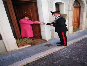 I Carabinieri di Isernia portano farmaci ed alimenti ad anziani che non possono uscire di casa.