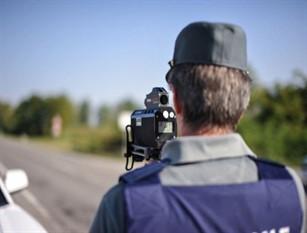 Multa per violazione limiti di velocità: non basta la foto della targa Per il Giudice di Pace di Lodi la fotografia della sola targa senza che si individua il veicolo a cui si riferisce è insufficiente per contestare la violazione dei limiti di velocità