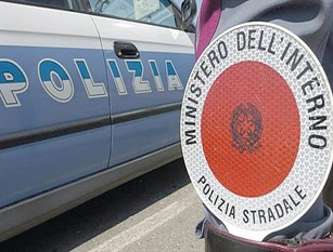 La Polizia Stradale di Campobasso denuncia per ricettazione titolari di una concessionaria e di un'agenzia di pratiche auto.