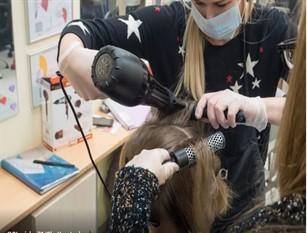 A Frosinone, aperture prolungate per parrucchieri e barbieri.