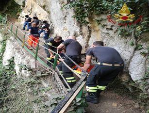 Turista va alle cascate di Carpinone e…deve essere soccorsa
