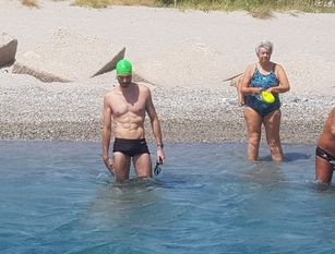 Messina, l'isernino Giustino D'Uva ha preso parte alla traversata a nuoto dello stretto. (video) Gran bella impresa che lo ha visto  vittorioso  su centinaia di partecipanti
