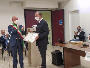 Il sindaco Ottaviani ha conferito la cittadinanza onoraria all'AD di Ferrovie, G. Battisti.