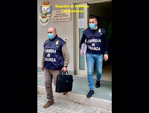 Bancarotta fraudolenta e riciclaggio per oltre 1 milione di euro.