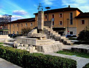 Pulitura straordinaria del monumento di piazza della Repubblica di Isernia Iniziativa del Rotary Club e dell'Inner Wheel