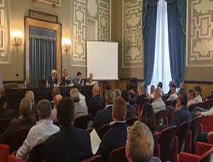 Conferenza dei sindaci dell'Ato 5: traguardo storico per l'Ente che approva il primo bilancio Ora al via la liquidazione degli oneri concessori ai Comuni