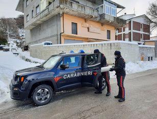 Sola, anziana e senza ossigeno: soccorsa dai carabinieri Bombola dell'ossigeno in esaurimento. I parenti distanti allertano i Carabinieri