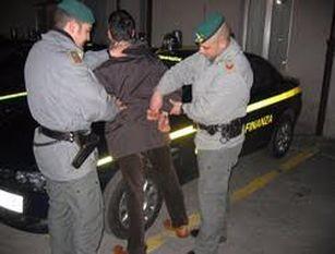 """Operazione """"Piazza Pulita"""": arrestato a Napoli un esponente della malavita campana."""