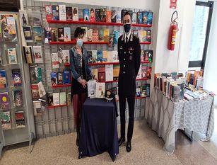 Campobasso, i carabinieri consegnano alla biblioteca comunale tomi editi dal  Comando Generale