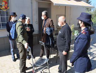 """Il Questore di Campobasso incontra un cittadino """"fan"""" della Polizia di Stato L'incontro ha rappresentato, per tutti gli appartenenti alla Polizia di Stato un bel modo per rendere concreto l' """"ESSERCI SEMPRE"""""""