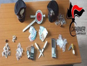 Carabinieri, lotta allo spaccio di stupefacennti, 2 giovani in manette durante la notte I due neo maggiorenni sono stati colti in possesso di diverse dosi di sostanze stupefacenti