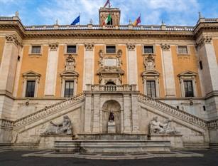 Roma Capitale aderisce a campagna Nastro Rosa 2020 Palazzo Senatorio si illumina di rosa.