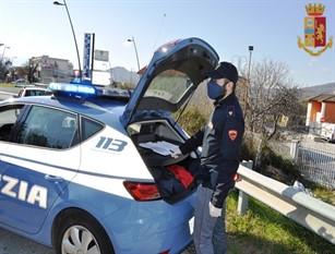 Polizia di Stato,Isernia: Giovane sanzionato per la terza volta: in costume da bagno prendeva il sole su una sdraio in un'area di parcheggio pubblico.