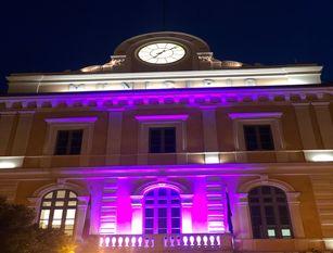 Palazzo San Giorgio illuminato di rosa dal 1 al 15 ottobre
