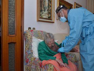 Somministrato il vaccino ad una donna di 107 della provincia pentra.