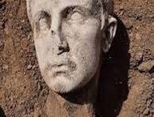 Testa marmorea imperatore Augusto ritrovata a Isernia Scoperta casuale durante lavori per crollo mura via Occidentale