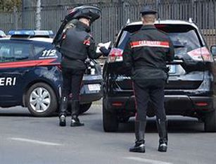 I carabinieri individuano un pirata della strada fuggito dopo aver investito un bambino Compagnia di Termoli (CB). Una donna denunciata in stato di libertà per lesioni personali, fuga in caso di incidente con danni a persone ed omissione di soccorso a persone ferite in sinistro stradale.