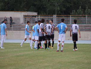 Calcio, Isernia Fraterna/Venafro (0-0). Un pareggio che qualifica entrambe alle semifinali, ma lascia l' amaro in bocca ai padroni di casa (video) A fine gara piccola contestazione dei tifosi biancocelesti contro la propria squadra.