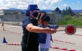 «Tutti in strada»  una collaborazione fra la scuola dell'infanzia e la Polizia Municipale