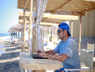 Al via smart-working in riva al mare a Petacciato Preparate cinque postazioni con connessione veloce in spiaggia