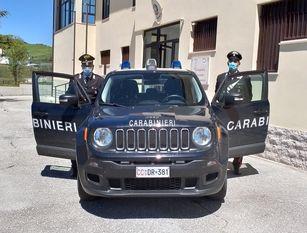 Maltratta i genitori e aggredisce i Carabinieri Arrestato figlio violento