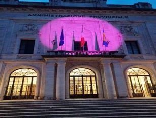 La Provincia s'illumina di rosa nel mese della prevenzione per la lotta contro il tumore al seno