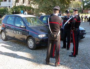 Extracomunitario sorpreso a rubare in un'auto: arrestato dai Carabinieri doveva anche scontare quasi un anno di carcere